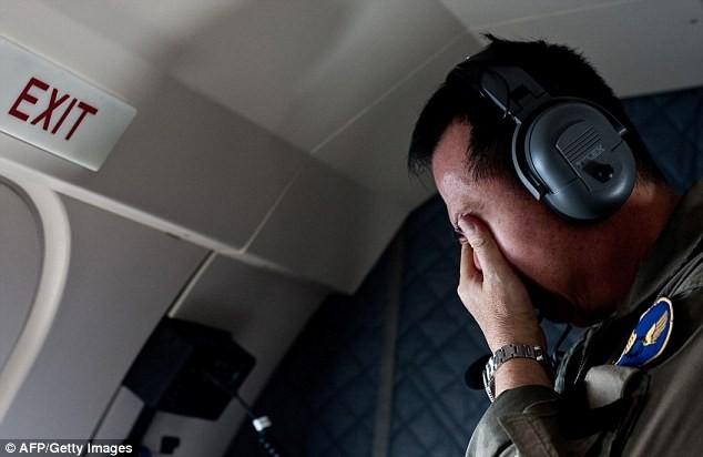 Toàn cảnh một tuần thảm kịch máy bay QZ8501 rơi - ảnh 10