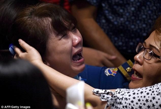 Toàn cảnh một tuần thảm kịch máy bay QZ8501 rơi - ảnh 2