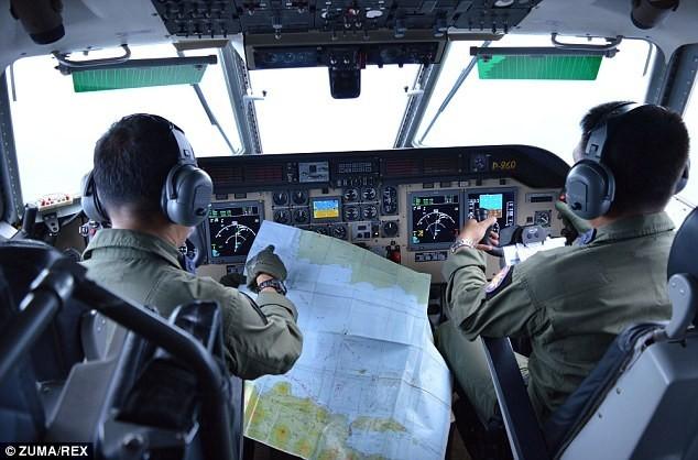 Toàn cảnh một tuần thảm kịch máy bay QZ8501 rơi - ảnh 6