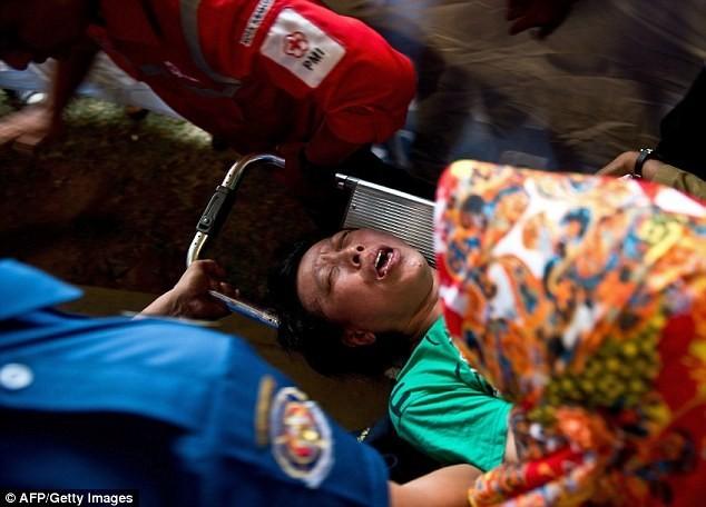 Toàn cảnh một tuần thảm kịch máy bay QZ8501 rơi - ảnh 9
