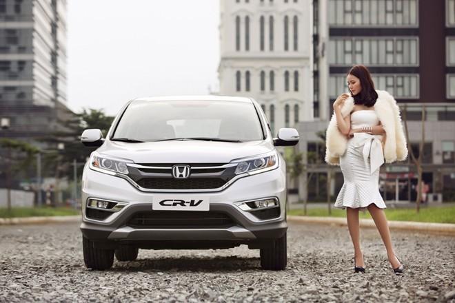 Phan Như Thảo khoe dáng đồng hồ cát bên xe CR-V bạc tỷ - ảnh 10