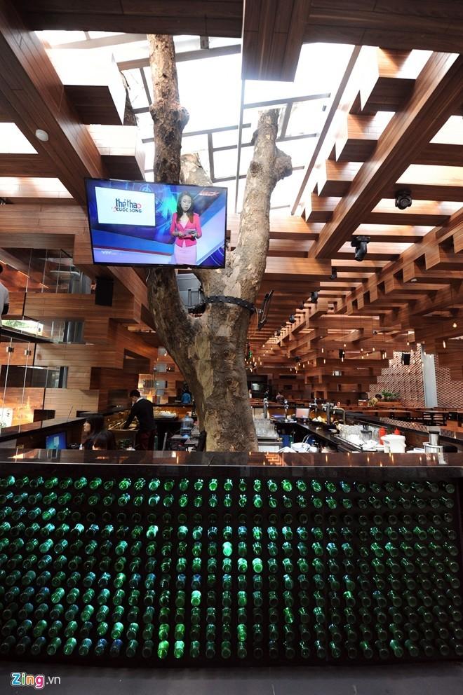 Nhà hàng có thiết kế giống cây cổ thụ ở Hà Nội - ảnh 5