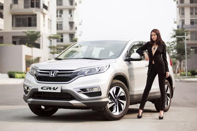 Phan Như Thảo khoe dáng đồng hồ cát bên xe CR-V bạc tỷ - ảnh 8