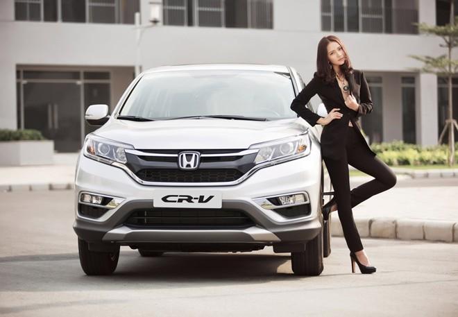 Phan Như Thảo khoe dáng đồng hồ cát bên xe CR-V bạc tỷ - ảnh 9