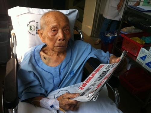 Cứu cụ ông 108 tuổi bị gãy xương khớp háng - ảnh 1