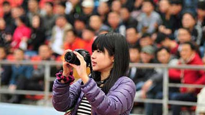 Nữ phóng viên Nhật xinh đẹp 'tiếp lửa' cho HAGL - ảnh 3