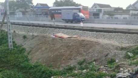 'Giải quyết' trên đường sắt, bị tàu tỏa tông tử vong - ảnh 1