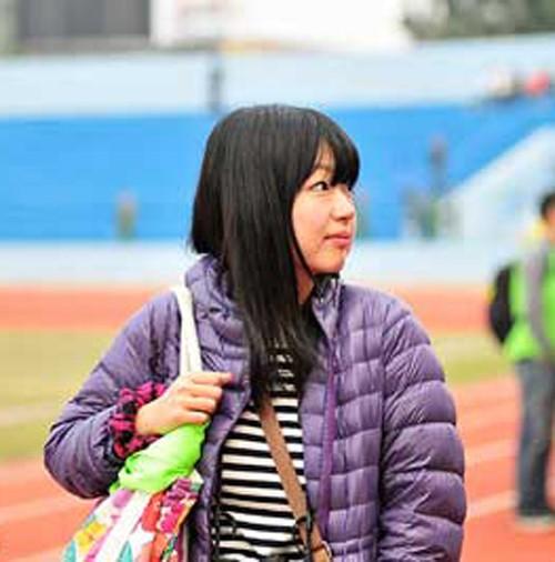 Nữ phóng viên Nhật xinh đẹp 'tiếp lửa' cho HAGL - ảnh 1