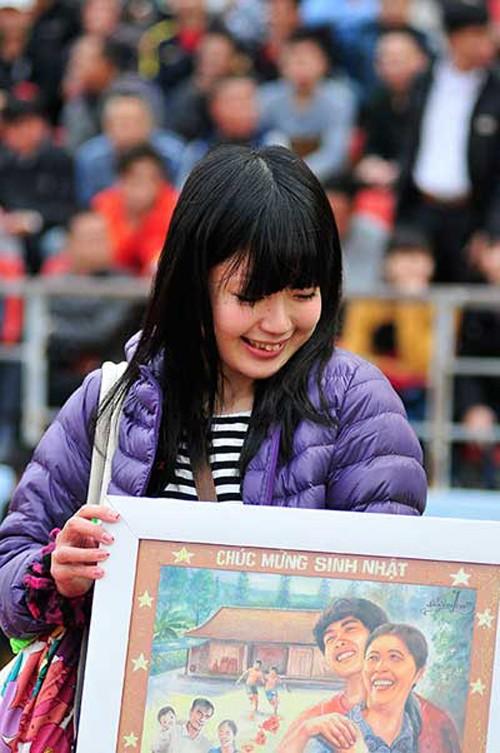 Nữ phóng viên Nhật xinh đẹp 'tiếp lửa' cho HAGL - ảnh 2