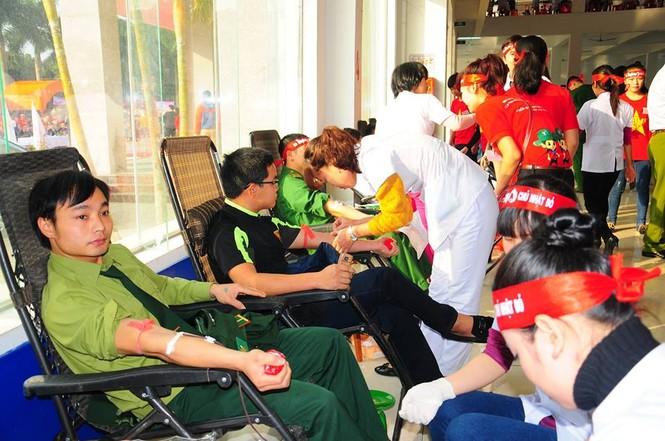 Rất đông bạn trẻ hiến máu tại Nghệ An - ảnh 3