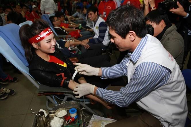 Hoa hậu Kỳ Duyên hiến máu tại Chủ Nhật Đỏ - ảnh 2