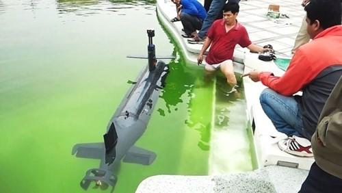 Tàu lặn điều khiển từ xa ra sông Hương - ảnh 1