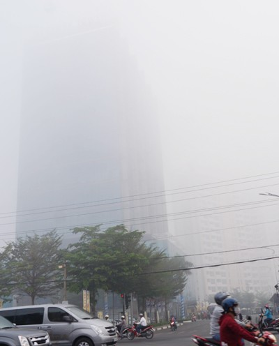 [ẢNH] Bình Dương chìm trong sương mù, 'mờ ảo' như phố núi - ảnh 2