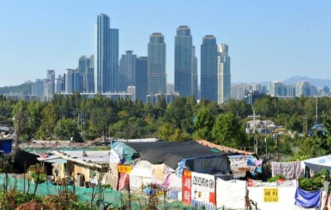 [ẢNH] Cuộc sống tạm bợ tại khu ổ chuột lớn nhất Seoul - ảnh 1