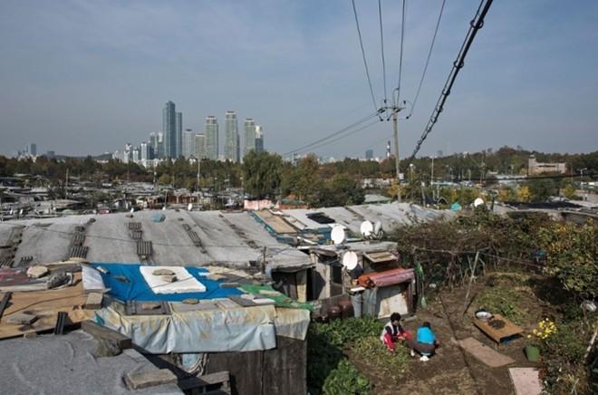 [ẢNH] Cuộc sống tạm bợ tại khu ổ chuột lớn nhất Seoul - ảnh 2