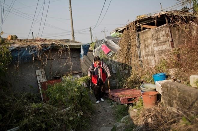 [ẢNH] Cuộc sống tạm bợ tại khu ổ chuột lớn nhất Seoul - ảnh 6