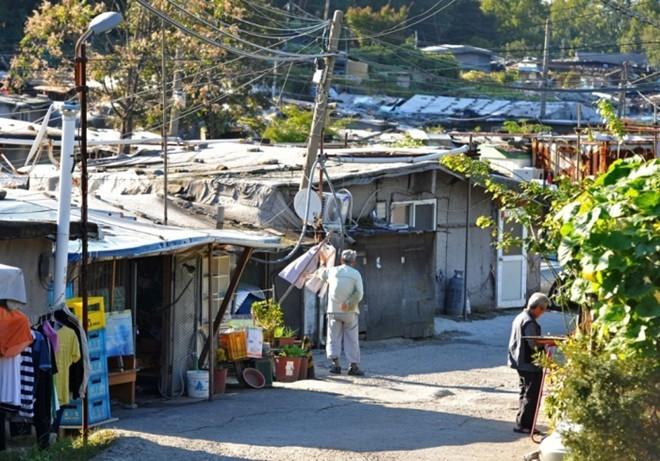 [ẢNH] Cuộc sống tạm bợ tại khu ổ chuột lớn nhất Seoul - ảnh 8