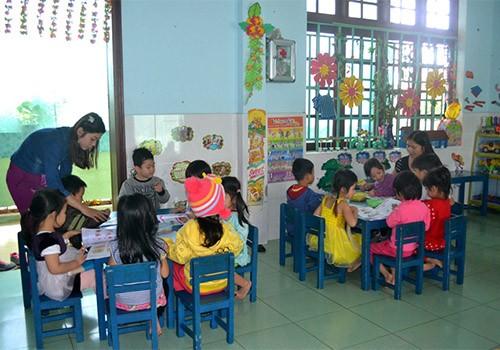 Ngôi trường được xây từ bộ đèn dầu cổ - ảnh 2
