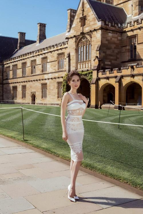 Ngọc Trinh mặc váy xuyên thấu giữa trời xanh Sydney - ảnh 2