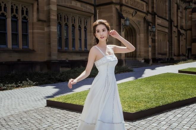 Ngọc Trinh mặc váy xuyên thấu giữa trời xanh Sydney - ảnh 5