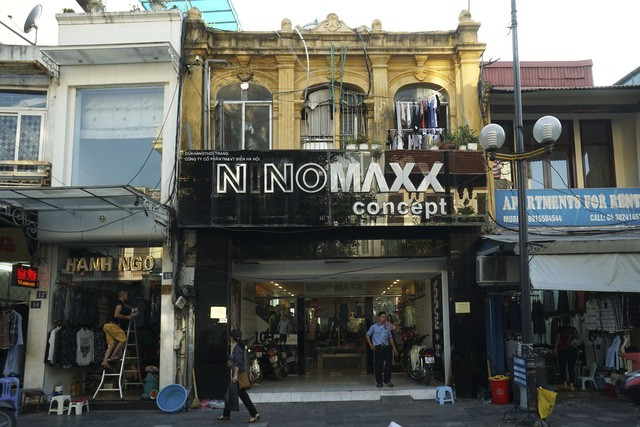 Nhà cũ mặt phố Hà Nội: Dưới long lanh, trên xập xệ - ảnh 4