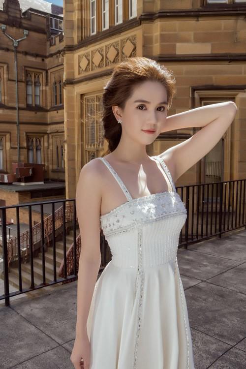 Ngọc Trinh mặc váy xuyên thấu giữa trời xanh Sydney - ảnh 6