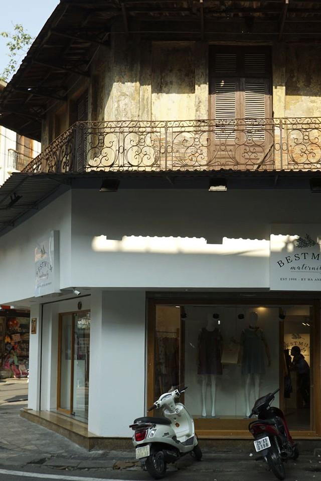 Nhà cũ mặt phố Hà Nội: Dưới long lanh, trên xập xệ - ảnh 7