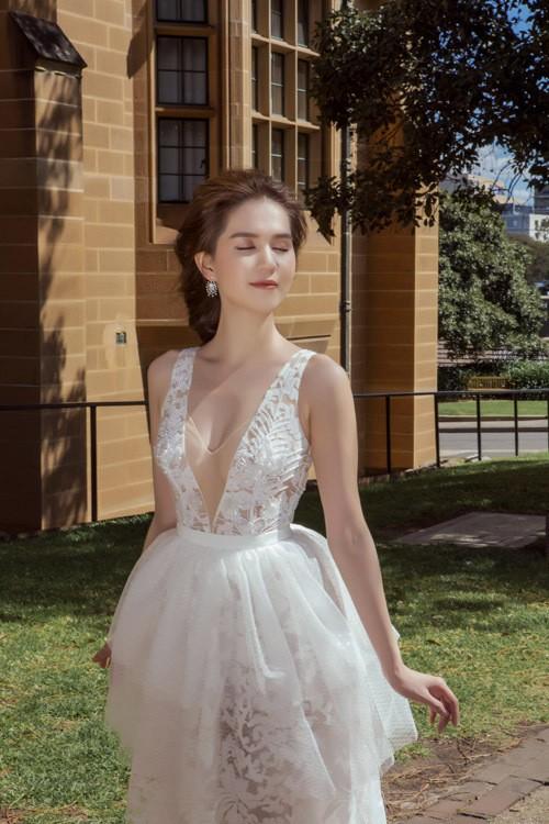 Ngọc Trinh mặc váy xuyên thấu giữa trời xanh Sydney - ảnh 9
