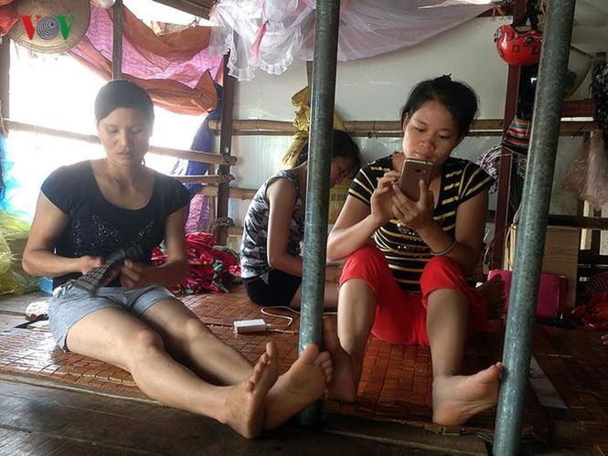 """""""Chốn ngủ"""" của những lao động nghèo dưới gầm cầu Long Biên - ảnh 10"""