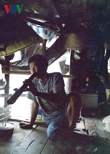 """""""Chốn ngủ"""" của những lao động nghèo dưới gầm cầu Long Biên - ảnh 18"""