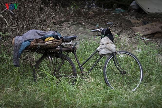 """""""Chốn ngủ"""" của những lao động nghèo dưới gầm cầu Long Biên - ảnh 19"""
