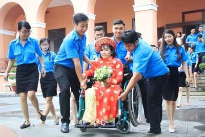 """Đám cưới """"Vẹn tròn hạnh phúc"""" của 6 cặp đôi khuyết tật - ảnh 2"""