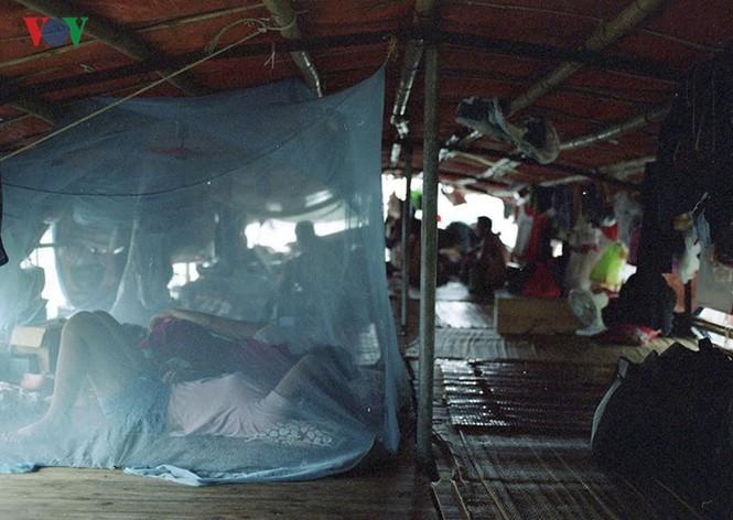 """""""Chốn ngủ"""" của những lao động nghèo dưới gầm cầu Long Biên - ảnh 4"""