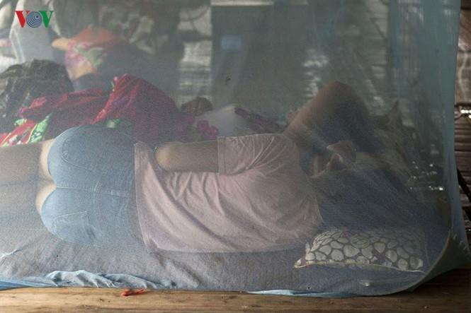 """""""Chốn ngủ"""" của những lao động nghèo dưới gầm cầu Long Biên - ảnh 5"""