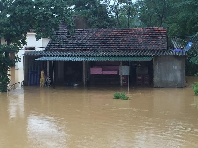 Hàng vạn căn nhà ở Hà Tĩnh chìm trong nước, 2 người tử vong - ảnh 3