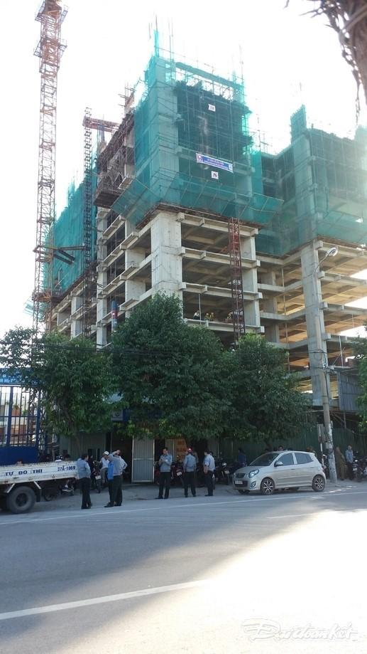 Đình chỉ xây dựng 17 công trình treo cẩu tháp trên đầu dân - ảnh 2