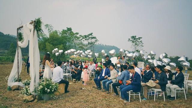Cô dâu, chú rể đáp dù lượn tới... đám cưới ở Hà Nội - ảnh 10