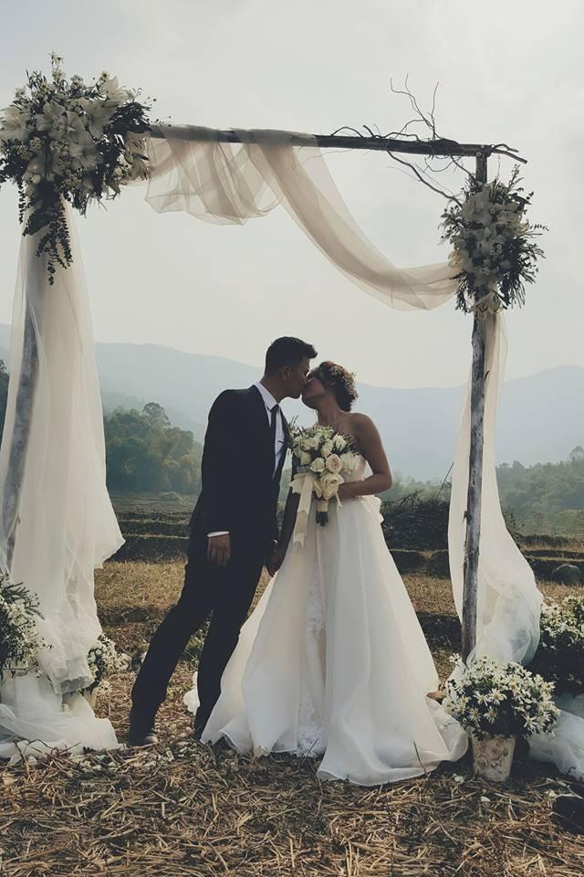 Cô dâu, chú rể đáp dù lượn tới... đám cưới ở Hà Nội - ảnh 9