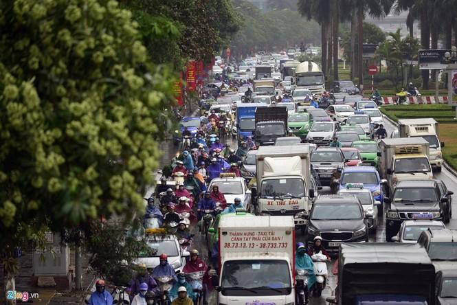 Hà Nội: Kẹt cứng giao thông trên tuyến buýt nhanh BRT - ảnh 10