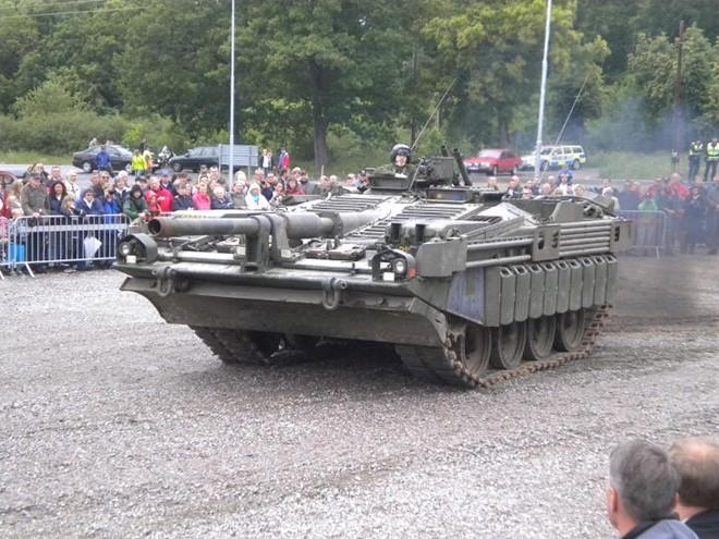Mục kích xe tăng không tháp pháo kỳ lạ của Thụy Điển - ảnh 11