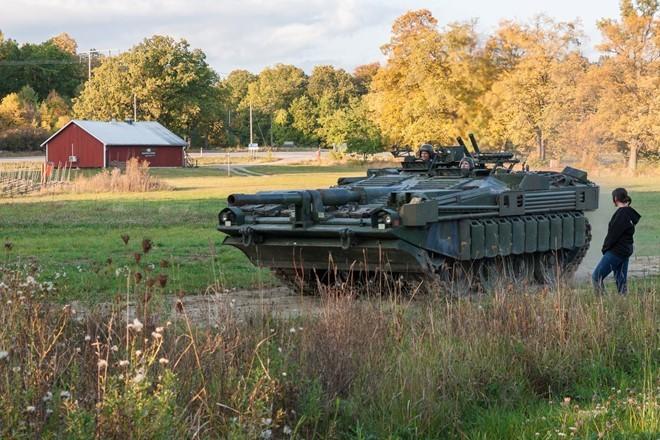 Mục kích xe tăng không tháp pháo kỳ lạ của Thụy Điển - ảnh 12