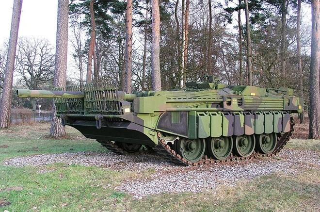 Mục kích xe tăng không tháp pháo kỳ lạ của Thụy Điển - ảnh 2