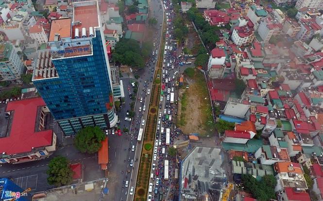 Hà Nội: Kẹt cứng giao thông trên tuyến buýt nhanh BRT - ảnh 2