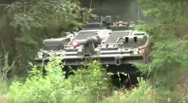 Mục kích xe tăng không tháp pháo kỳ lạ của Thụy Điển - ảnh 3