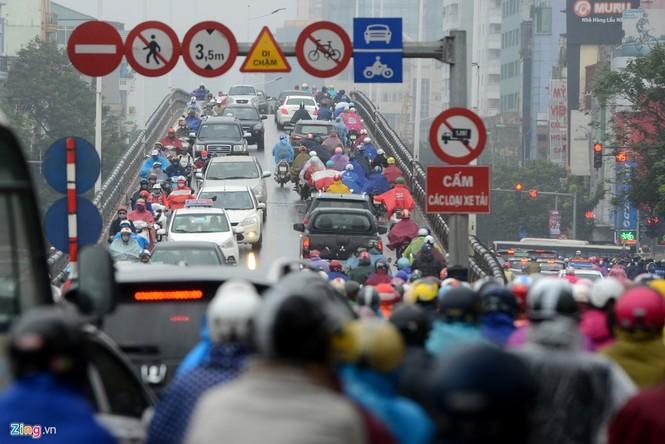 Hà Nội: Kẹt cứng giao thông trên tuyến buýt nhanh BRT - ảnh 7