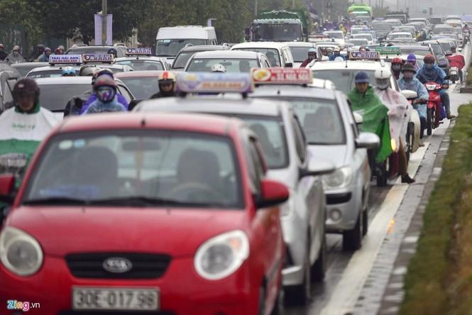 Hà Nội: Kẹt cứng giao thông trên tuyến buýt nhanh BRT - ảnh 8