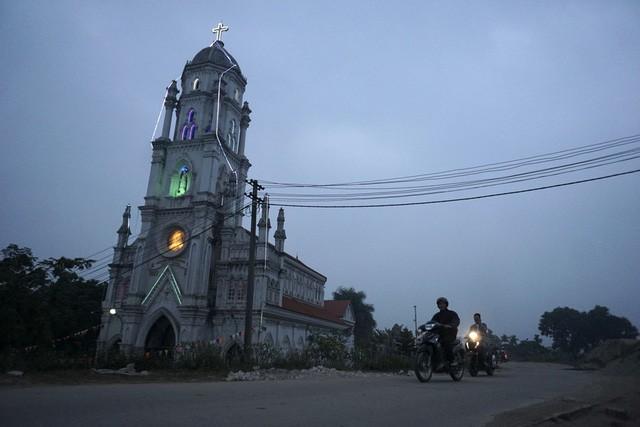 Giáng sinh về bên những nhà thờ tuyệt đẹp ngoại ô Hà Nội - ảnh 7