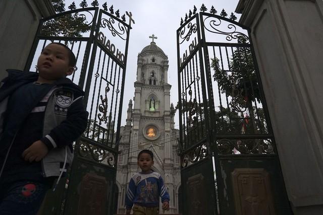 Giáng sinh về bên những nhà thờ tuyệt đẹp ngoại ô Hà Nội - ảnh 8