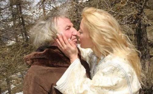 Ham cưới chồng già giàu có, cô vợ nhận cái kết đắng - ảnh 1