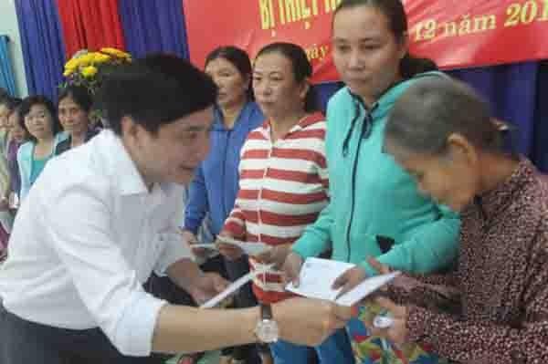 Trao tặng 500 triệu đồng giúp tỉnh Phú Yên khắc phục lũ lụt - ảnh 1
